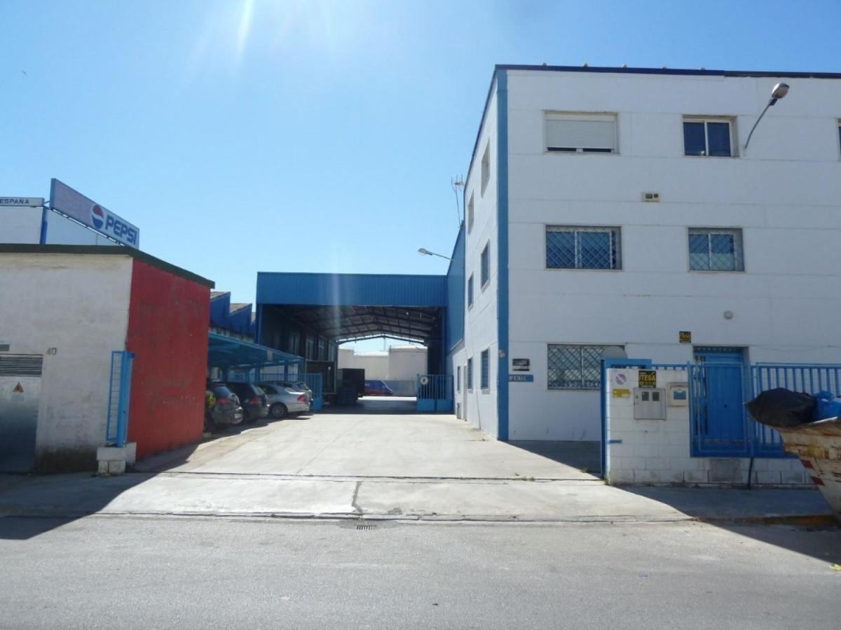Nave Industrial en Venta en Cruz De Humilladero, Málaga