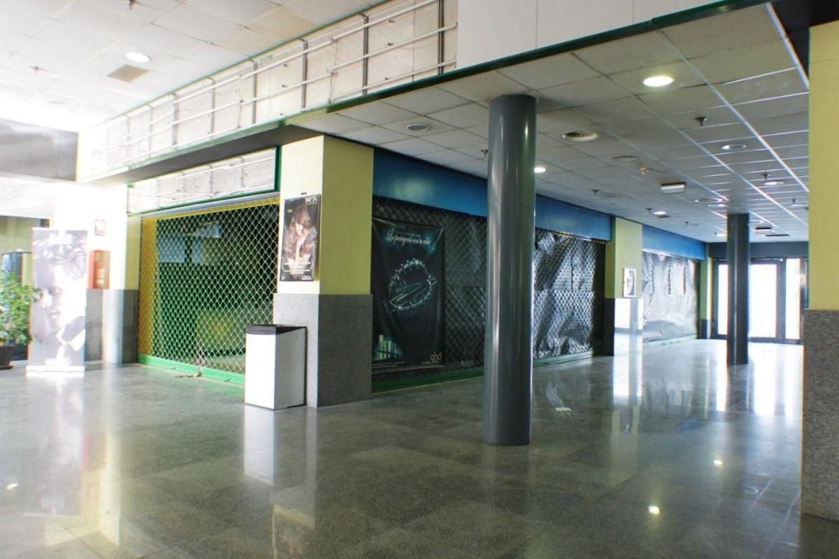 Local Comercial en Venta en  Tomares