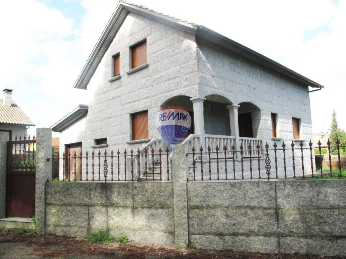 House  For Sale in  Tomiño
