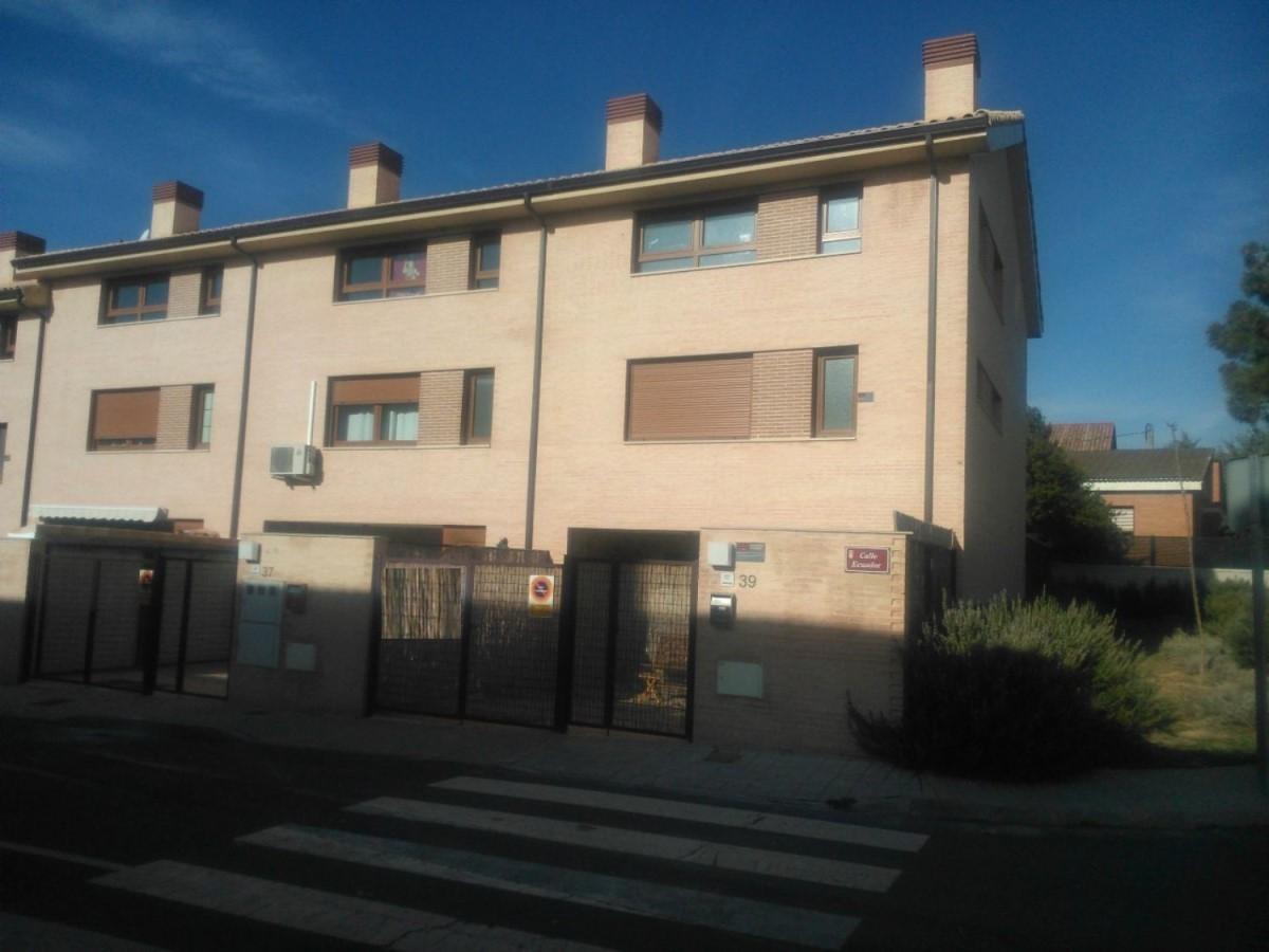 Chalet Adosado en Alquiler en  Torrelaguna