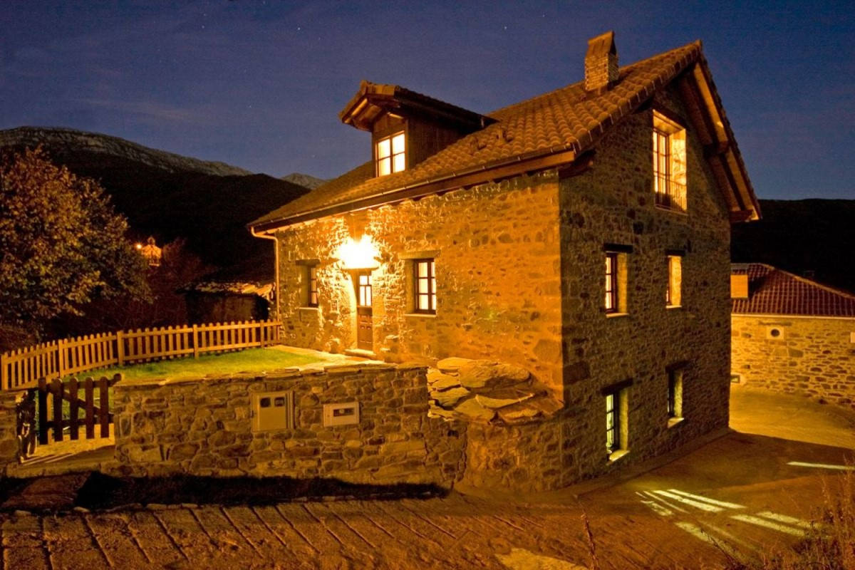 Casa Rural en Venta en  Quirós