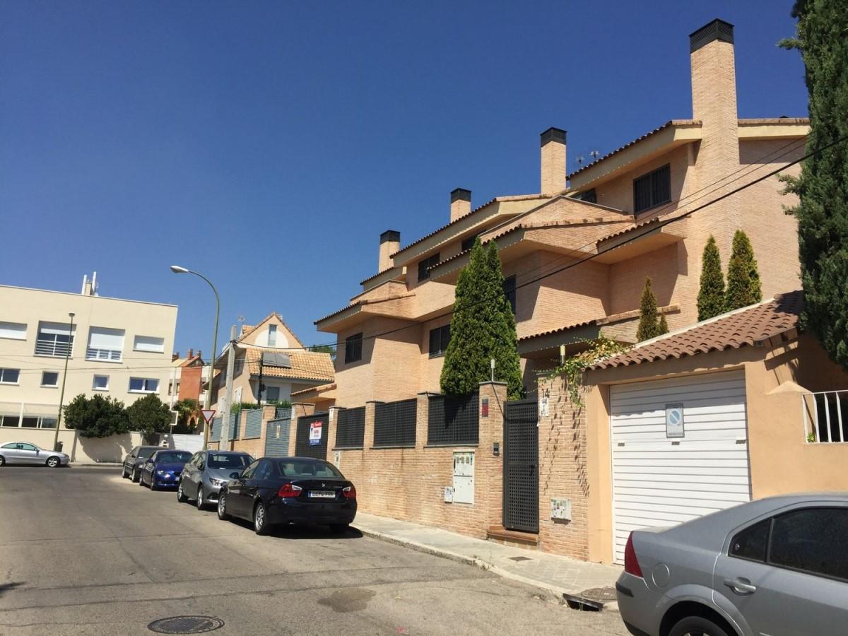 Chalet Adosado en Alquiler en Hortaleza, Madrid