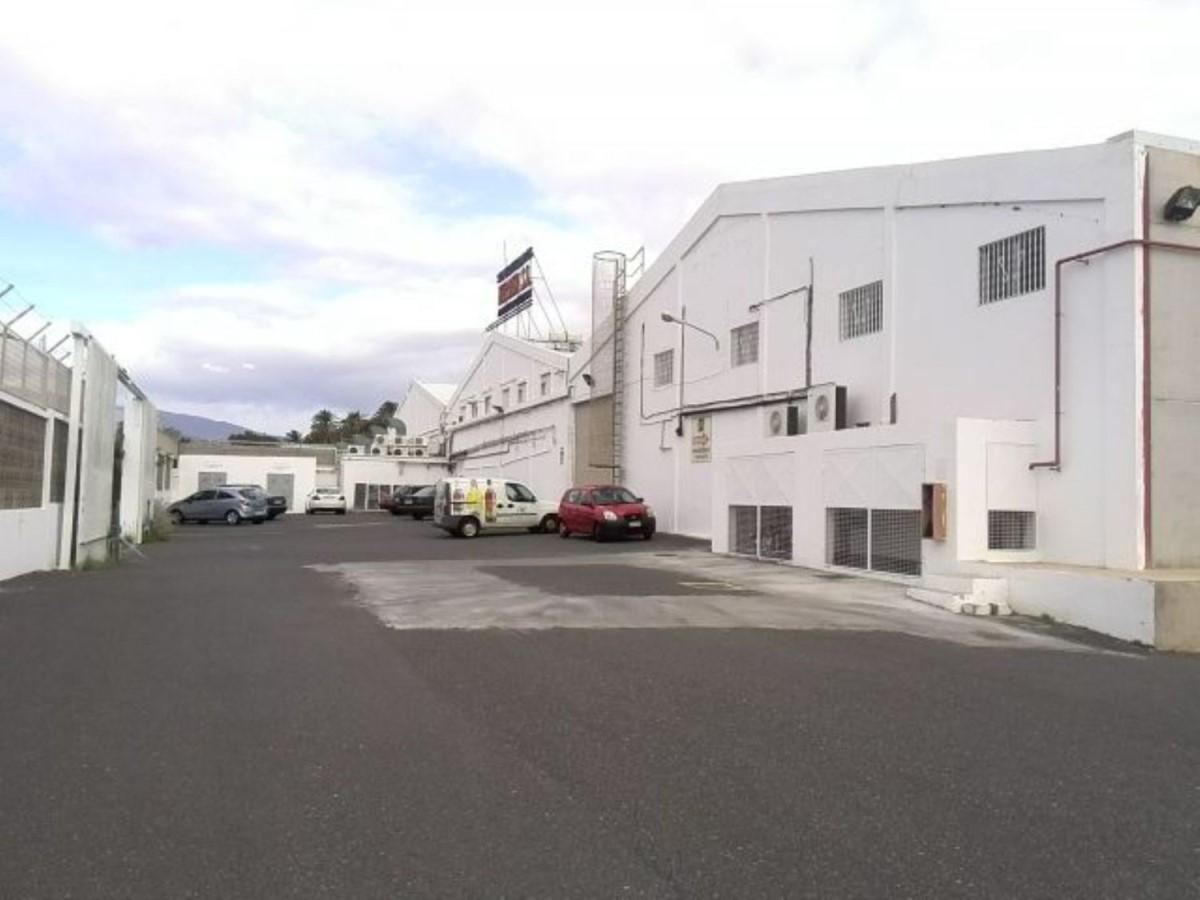 Nave Industrial en Venta en  San Bartolomé de Tirajana