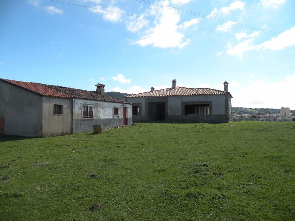 Casa Rural en Venta en  Madroñera
