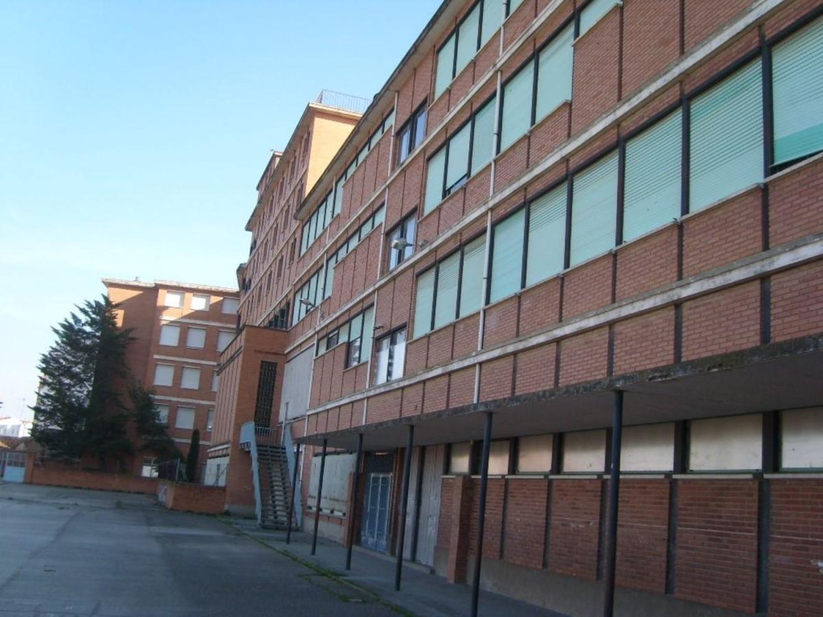 Edificio de Viviendas en Venta en Oliver Y Valdefiero, Zaragoza