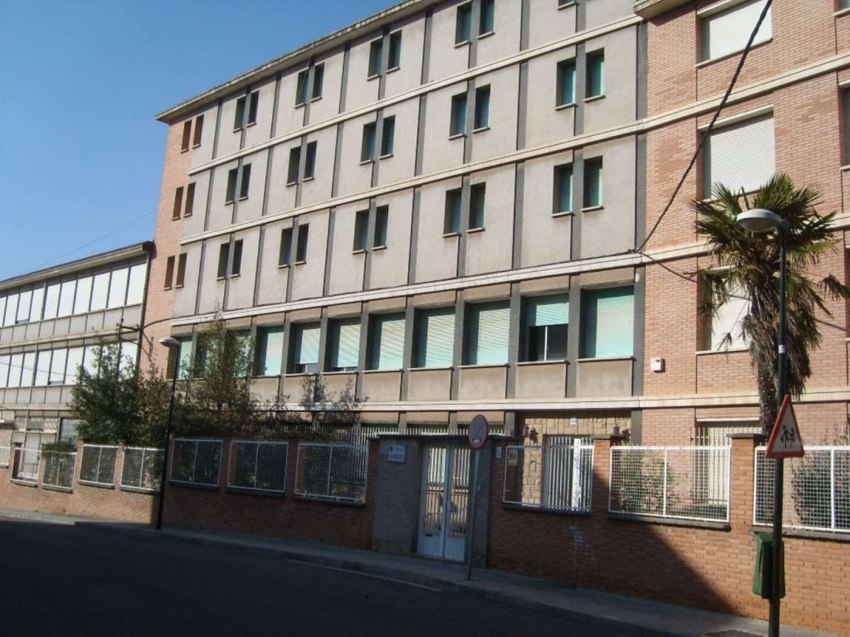Housing Block  For Sale in Oliver Y Valdefiero, Zaragoza