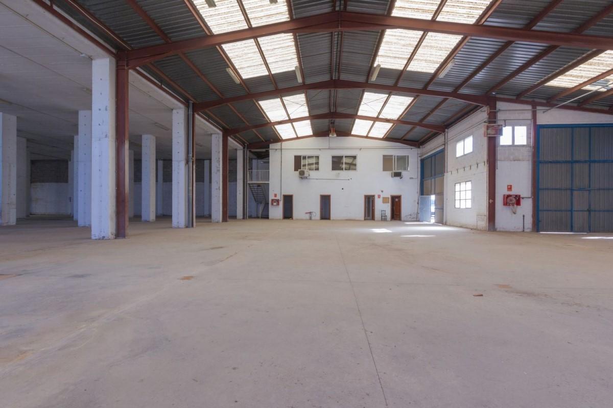 Nave Industrial en Alquiler en  Paterna