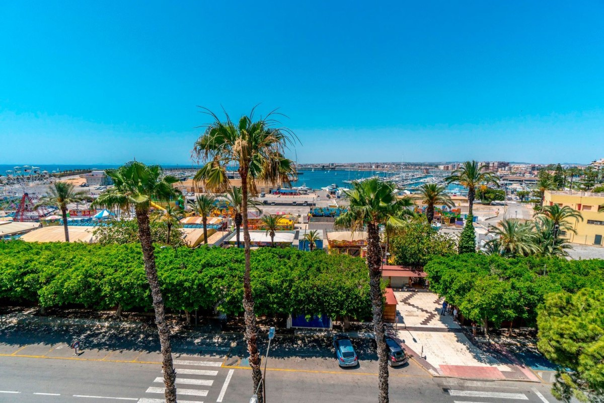 Apartment  For Sale in Centro, Torrevieja