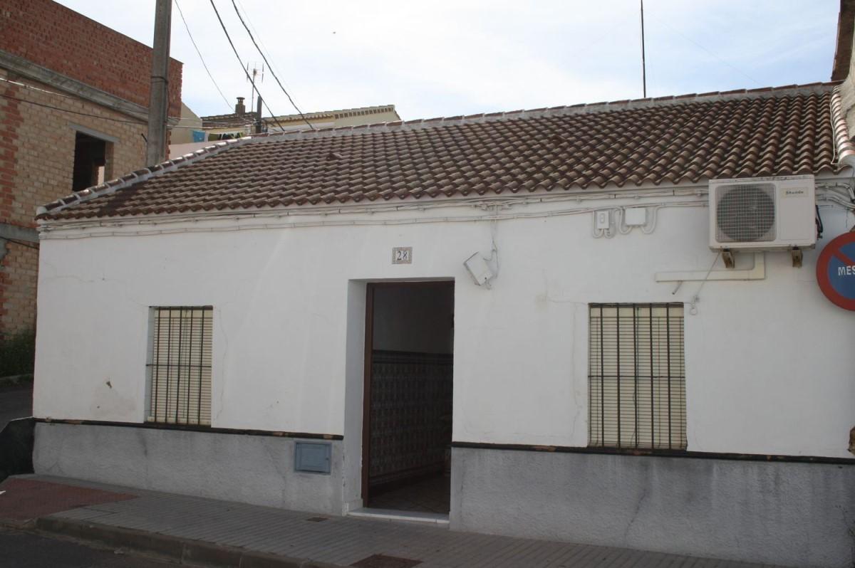 Chalet Adosado en Venta en  Carrion De Los Céspedes