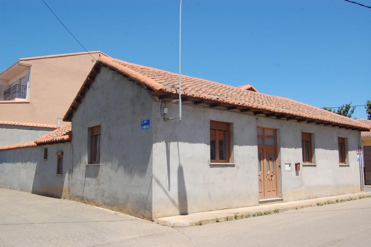 Chalet Adosado en Venta en  Villaobispo de Otero
