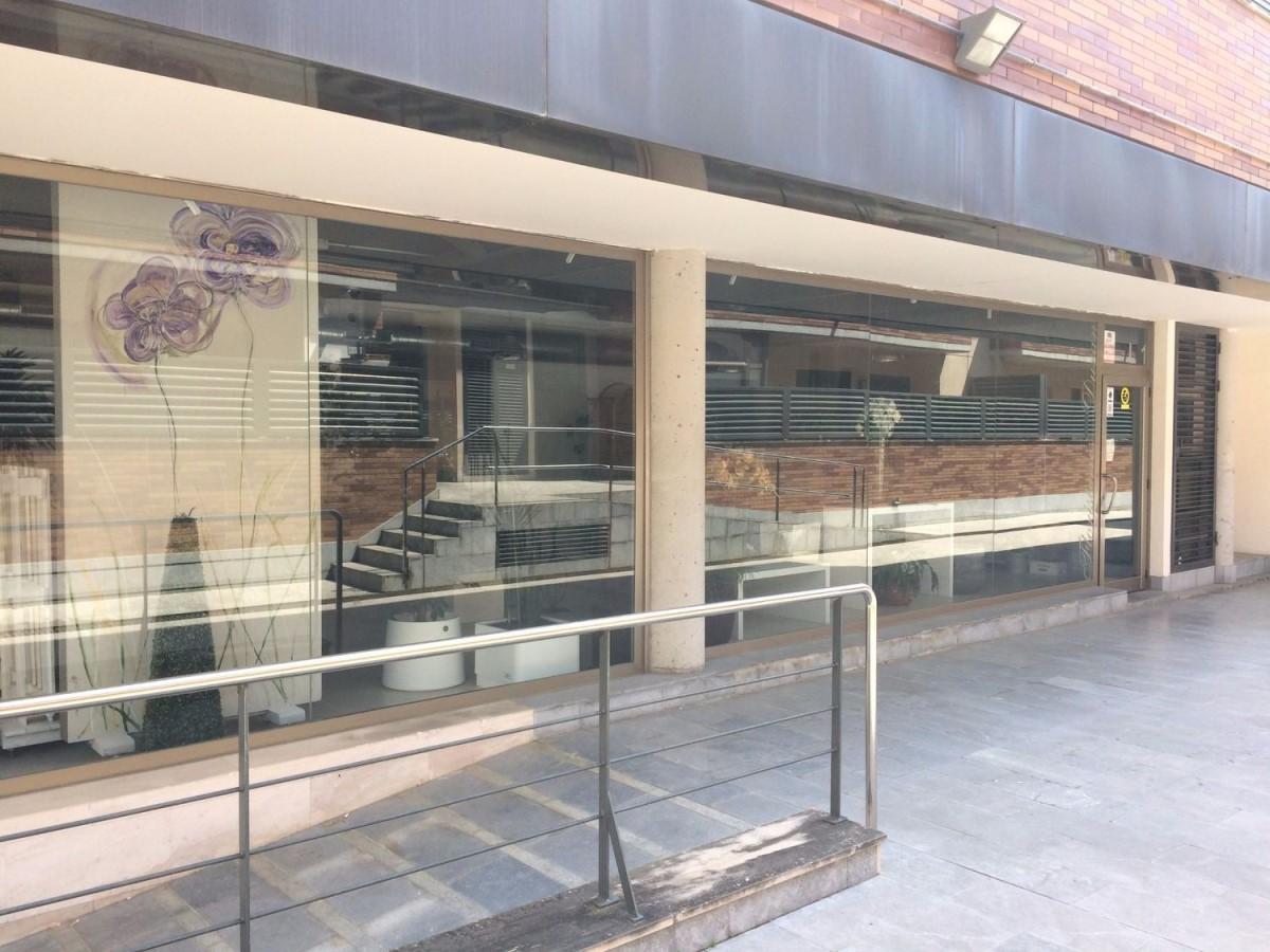 Local Comercial en Venta en  palau-solità i plegamans