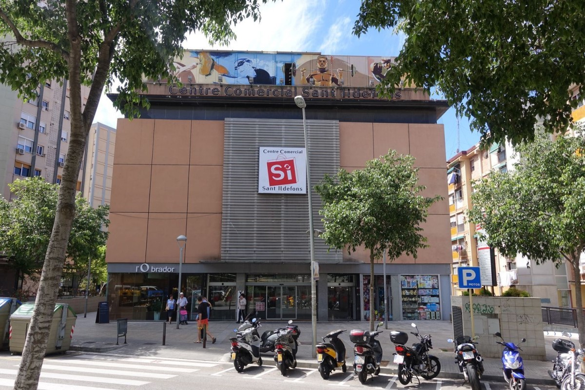 Local Comercial en Venta en  Cornellà de Llobregat