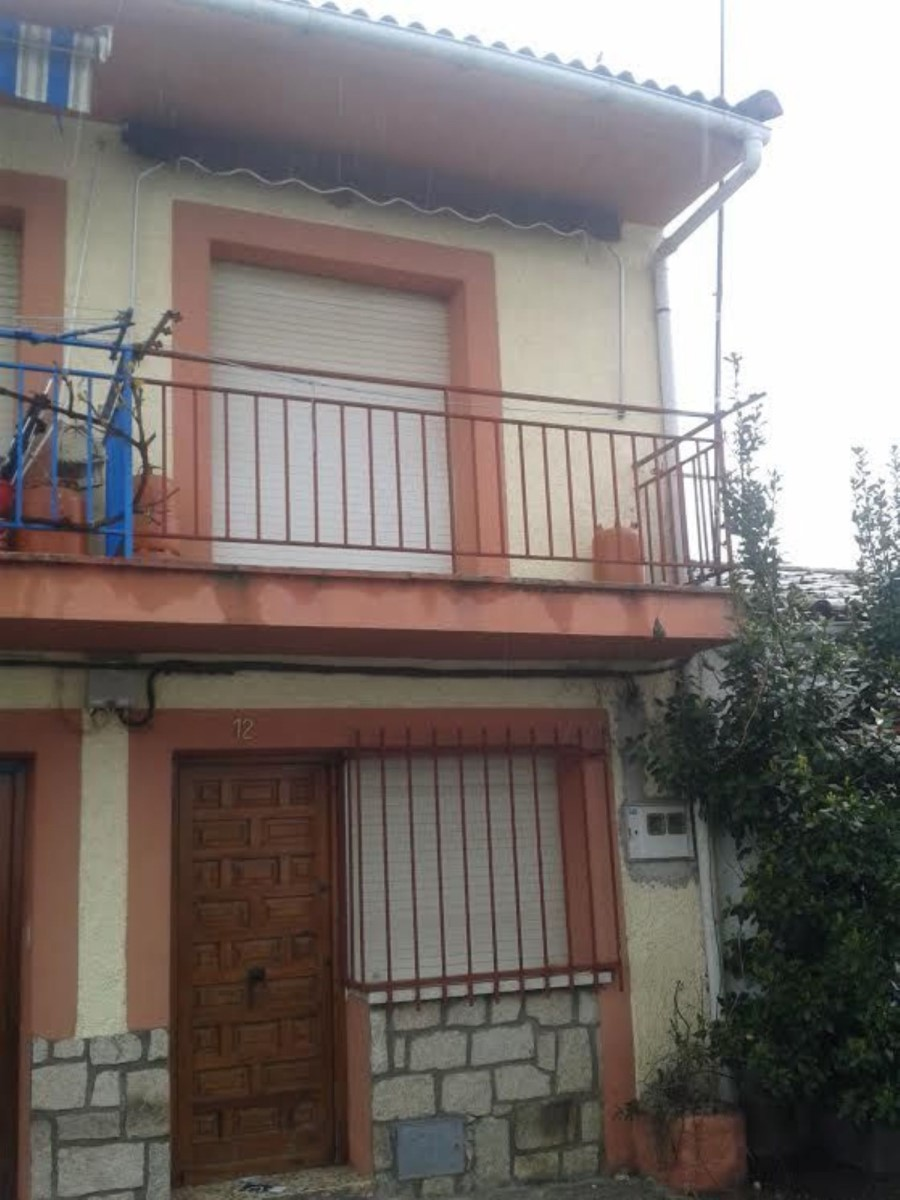 Chalet en Venta en  La Adrada
