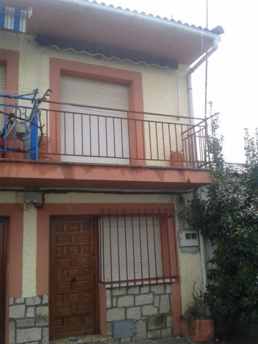 House  For Sale in  La Adrada
