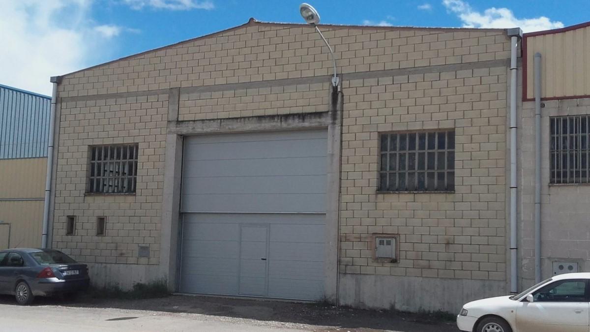 Nave Industrial en Alquiler en  Funes
