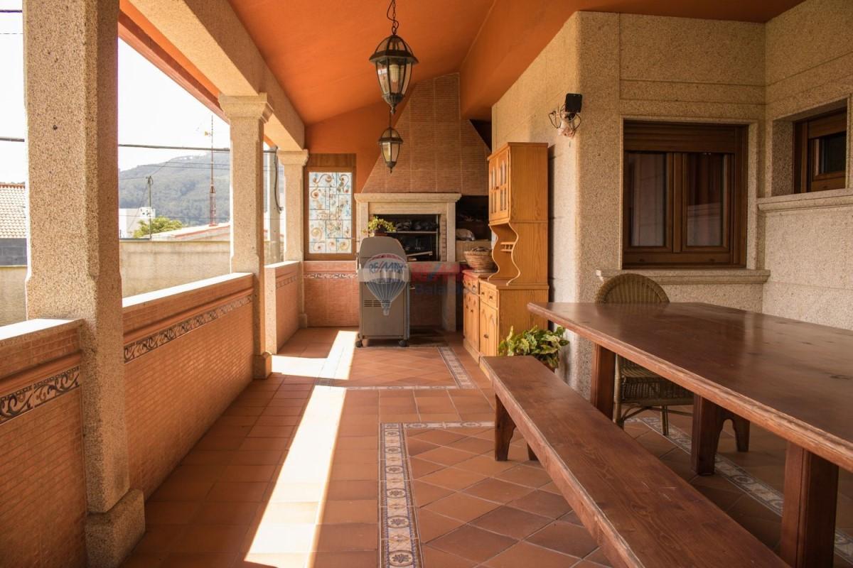 House  For Sale in  Vigo