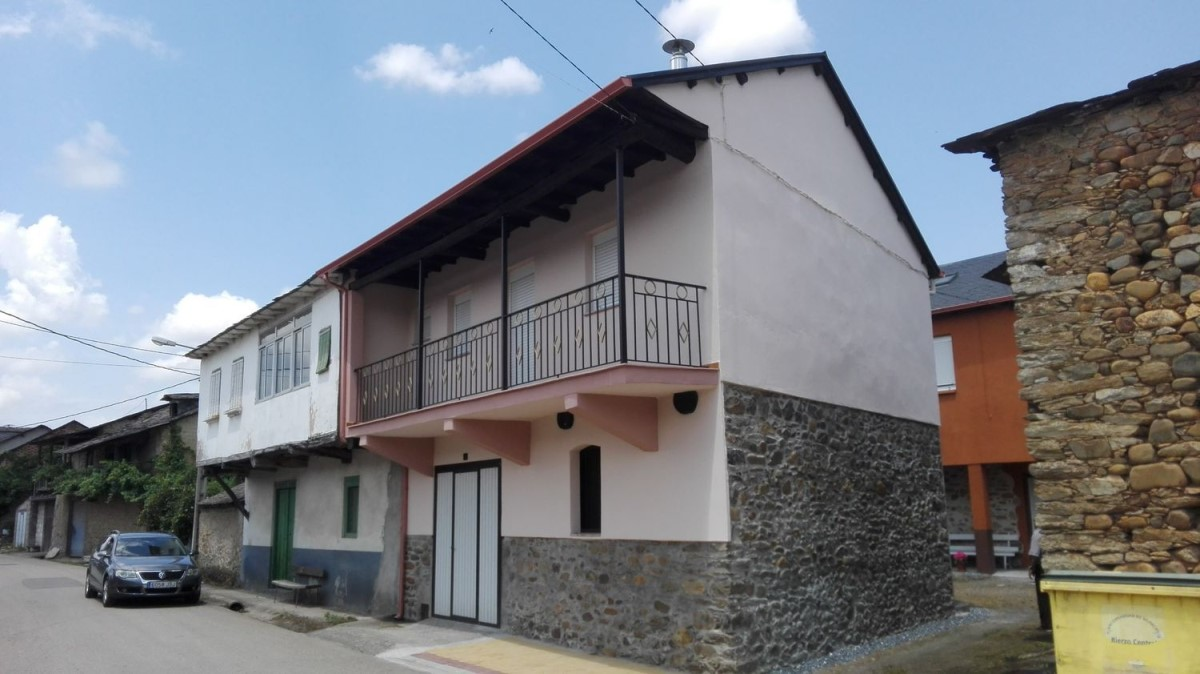 Casa Rural en Venta en  Carracedelo