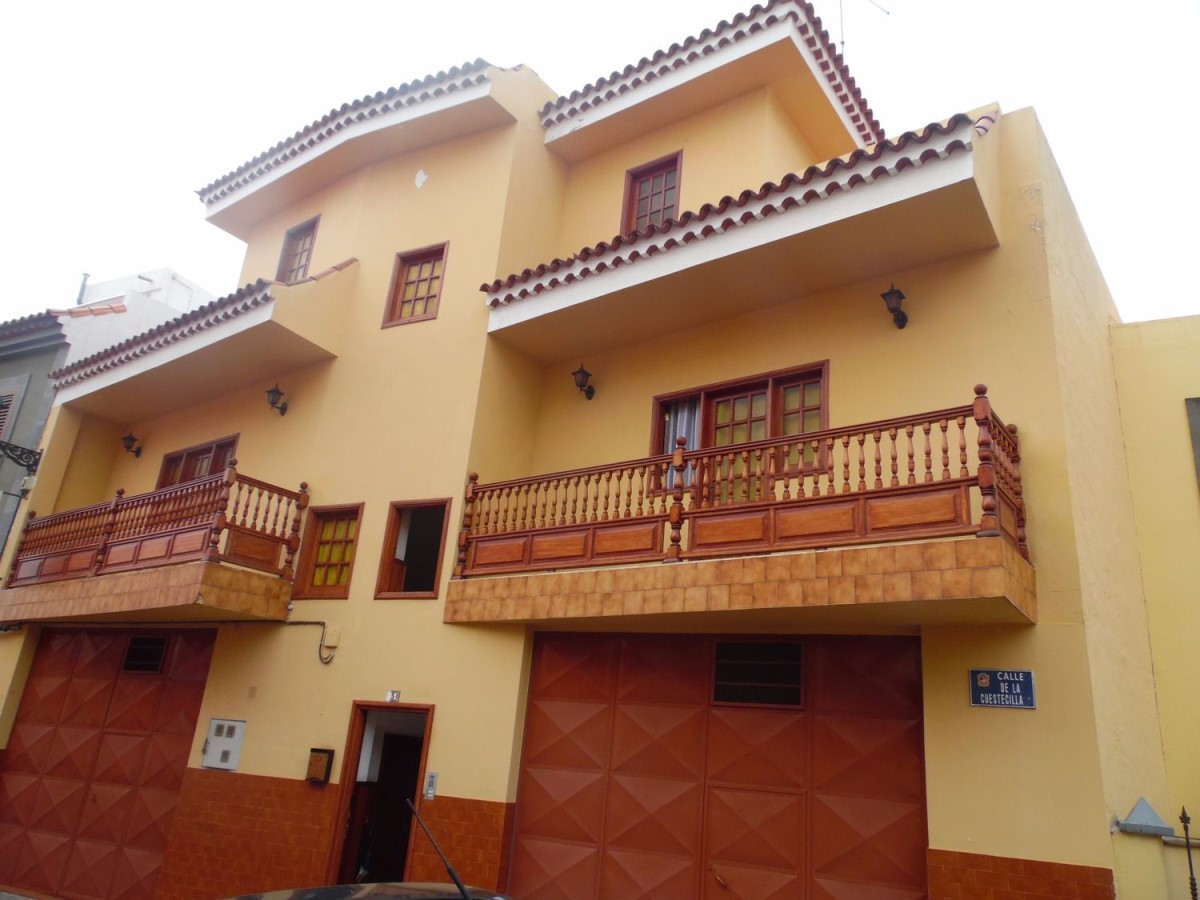House  For Sale in  Teror