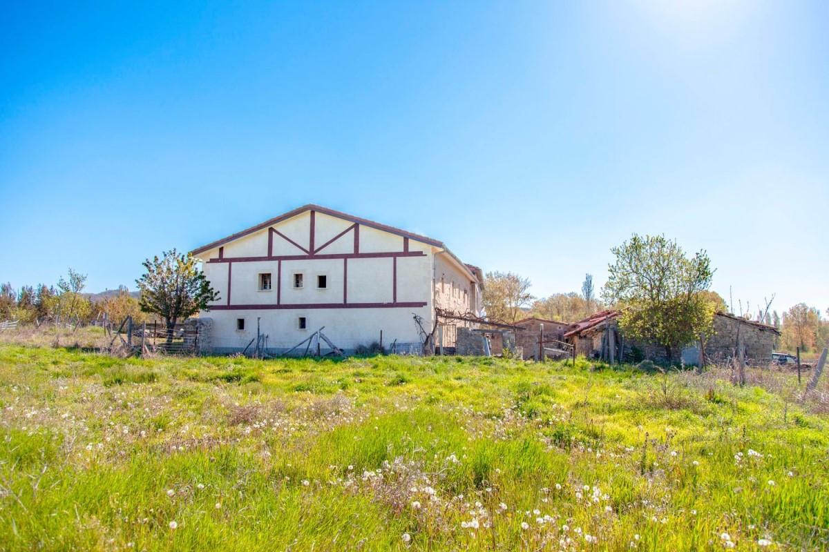 Casa Rural en Venta en  villarcayo de merindad de castilla la vieja