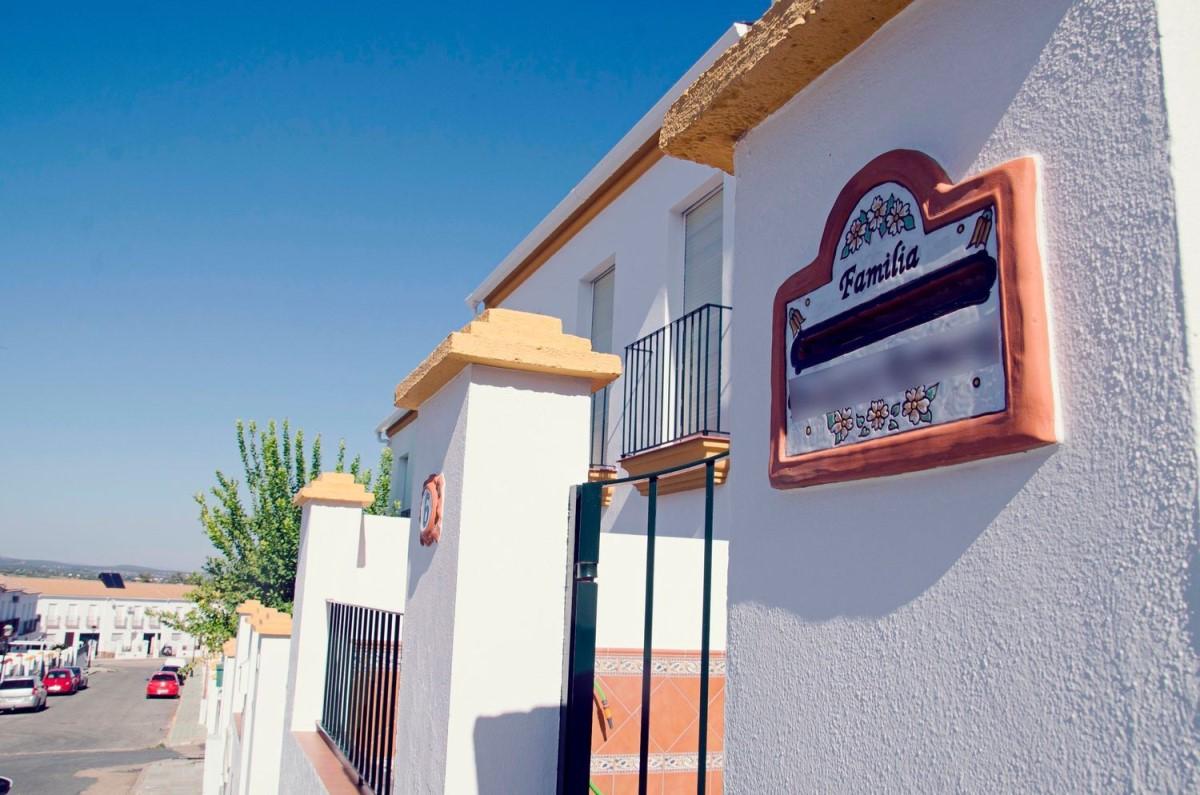 Chalet Adosado en Venta en  Castilblanco de los Arroyos