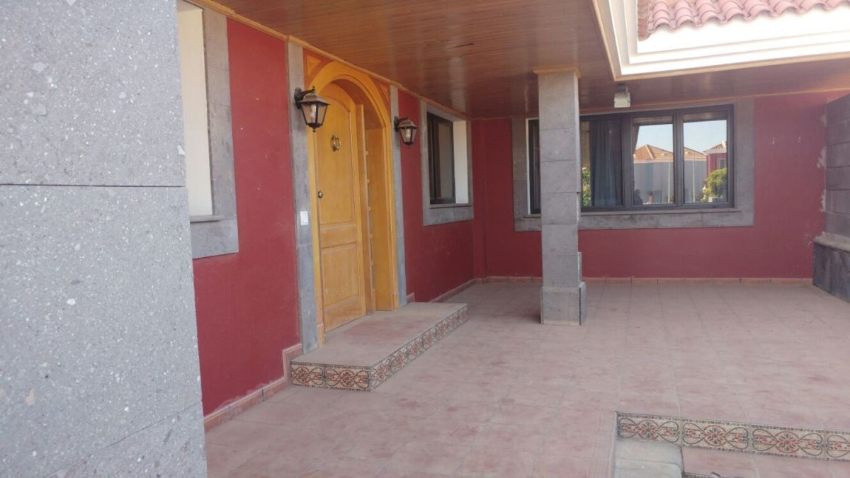 Terraced House  For Sale in  San Bartolomé de Tirajana