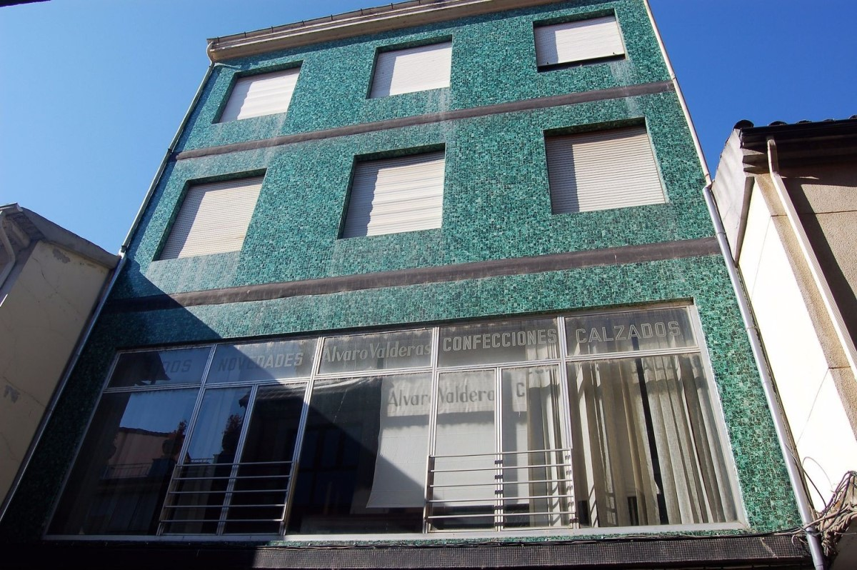 Edificio de Viviendas en Venta en  La Bañeza