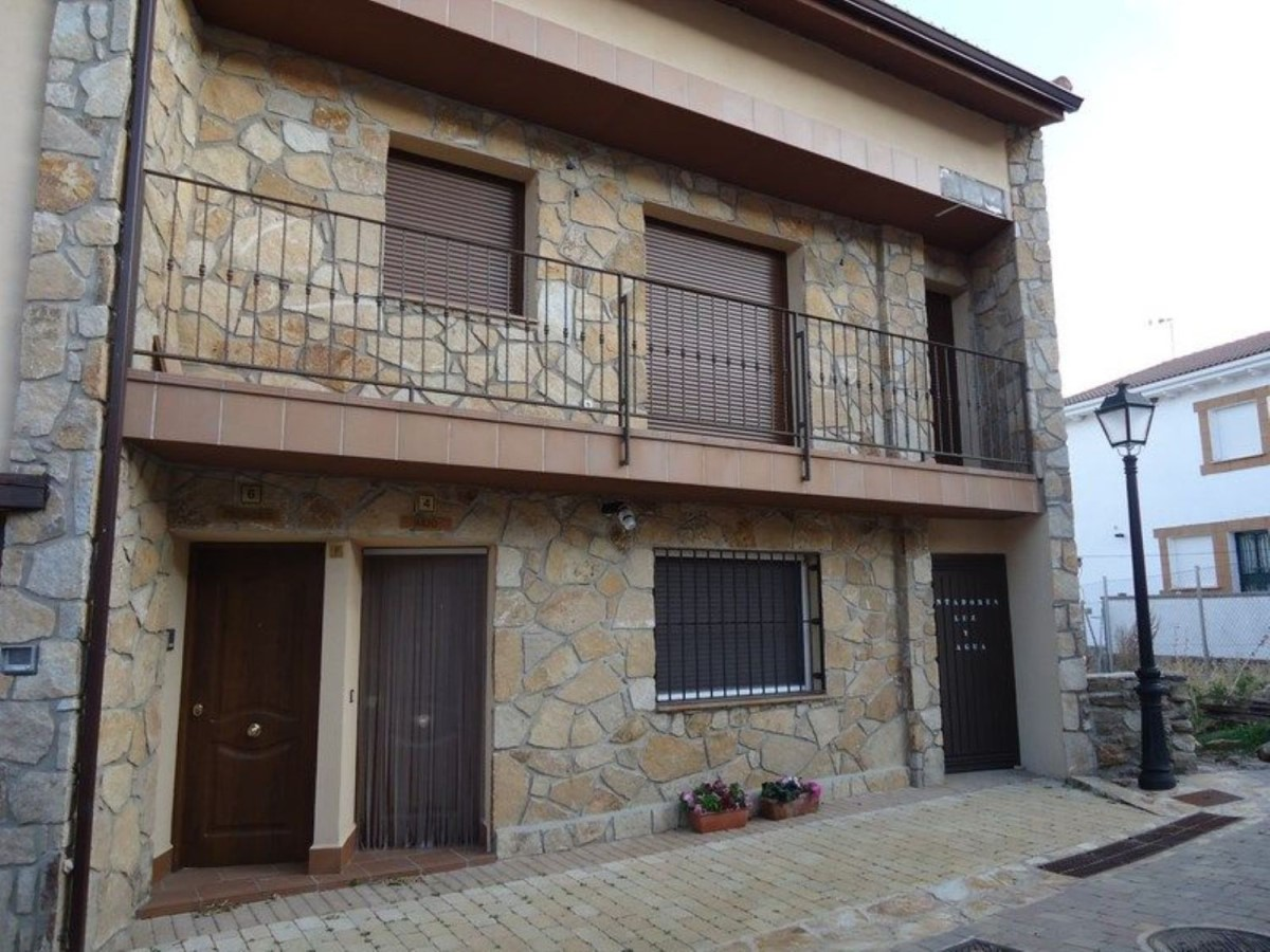 Apartment  For Sale in  Navarredonda