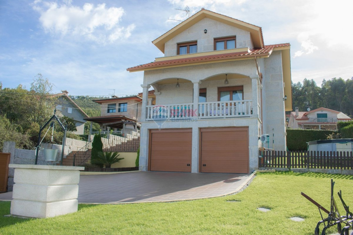 House  For Sale in  Vigo