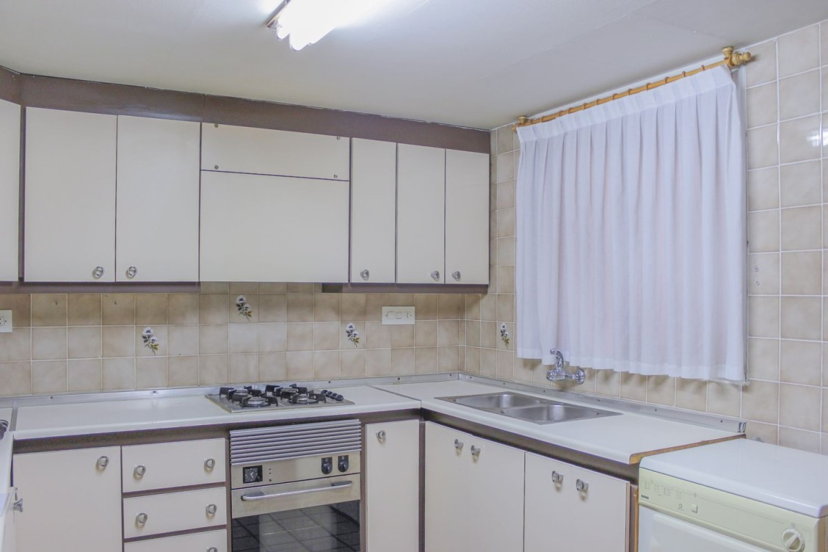 Apartment  For Sale in  Requena
