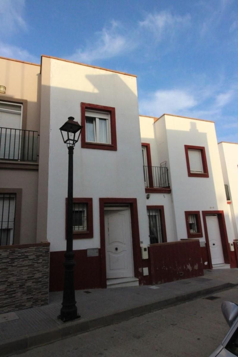 Chalet Adosado en Venta en  Bonares
