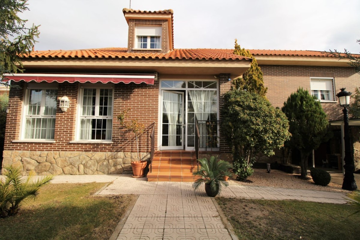 House  For Sale in  Pedrezuela