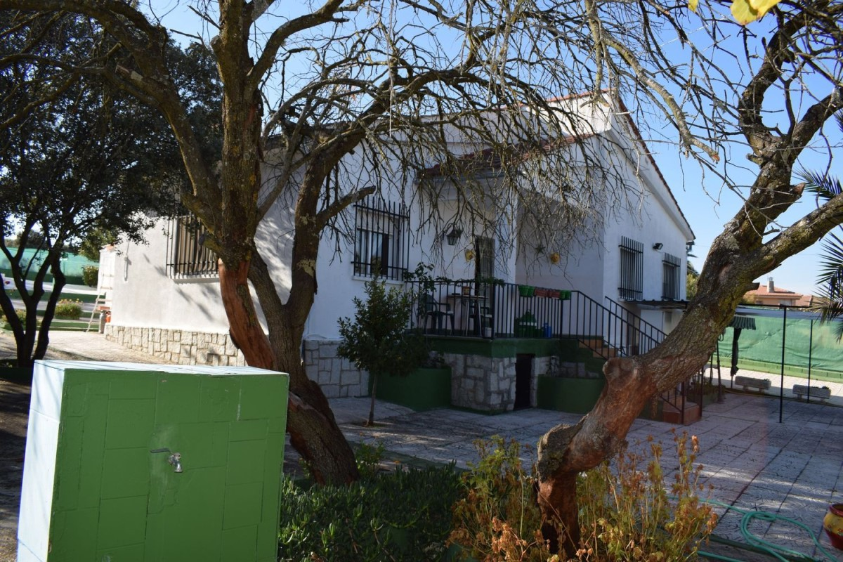 Chalet en Venta en  Casar de Escalona, El