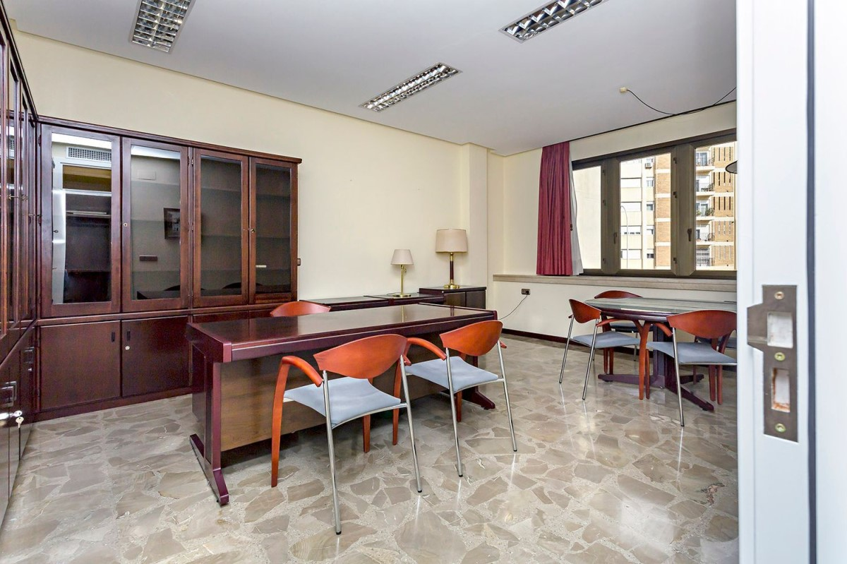 Oficina en Alquiler en  Almería
