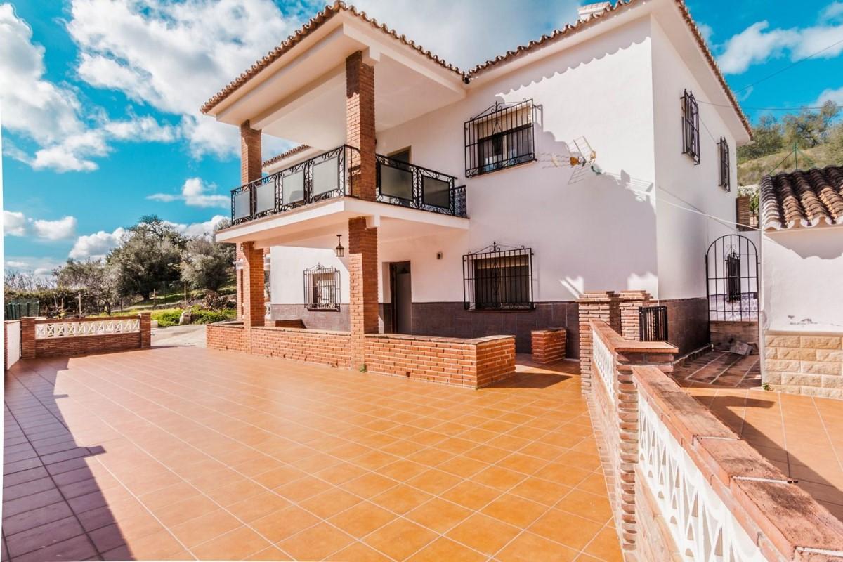 Casa Rural en Venta en  Alcaucín
