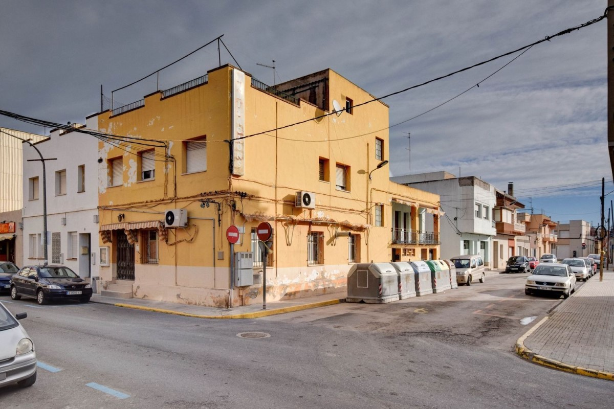 Public Building  For Sale in  Deltebre