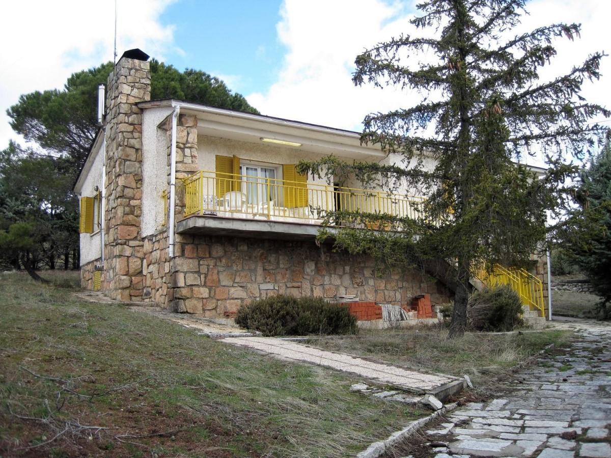Chalet en Venta en  Lozoyuela-Navas-Sieteiglesias