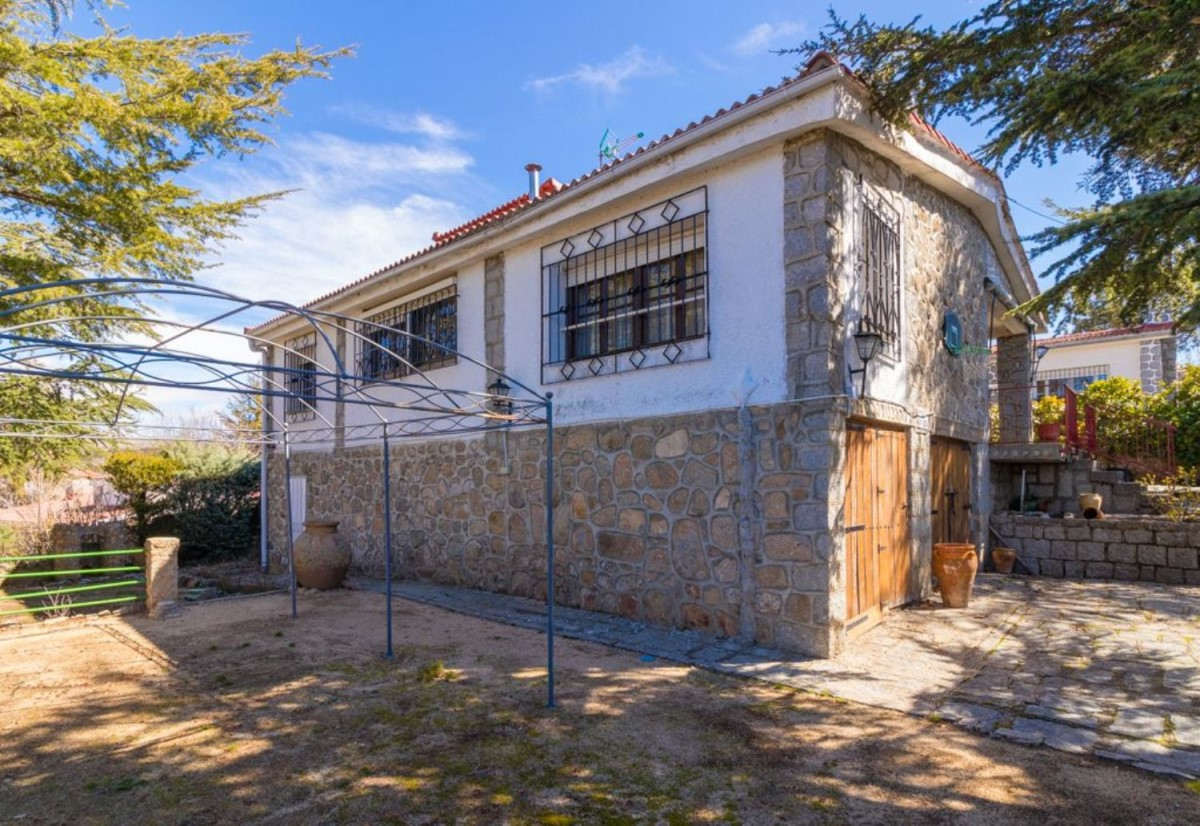 House  For Sale in  Navalperal de Pinares