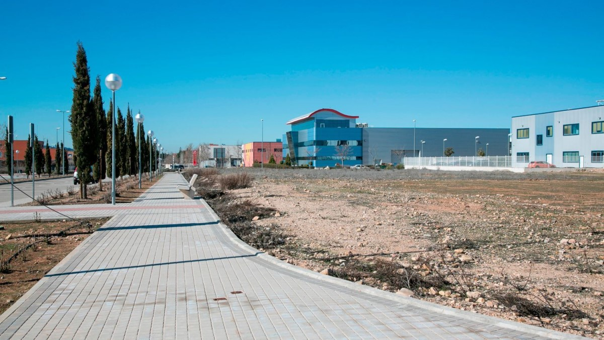 Urban lot  For Sale in  Alcalá de Henares