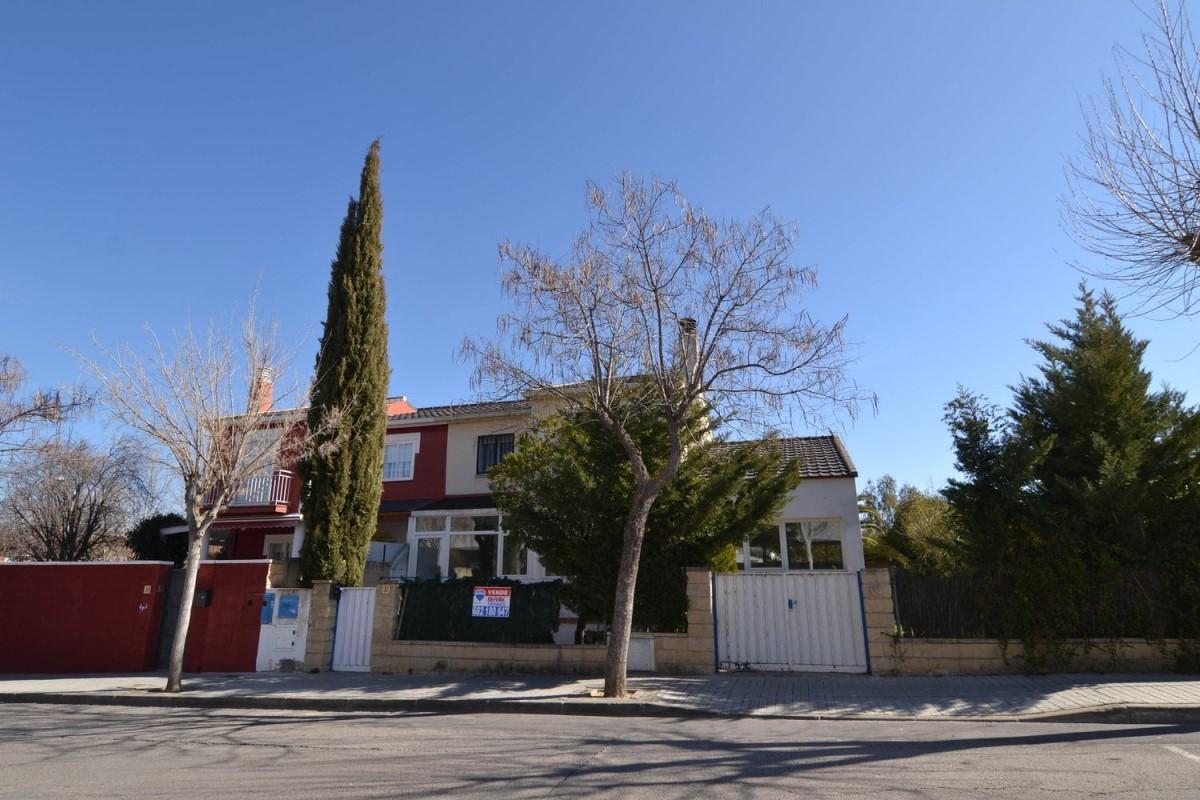 Chalet Adosado en Alquiler en  Villanueva de la Cañada