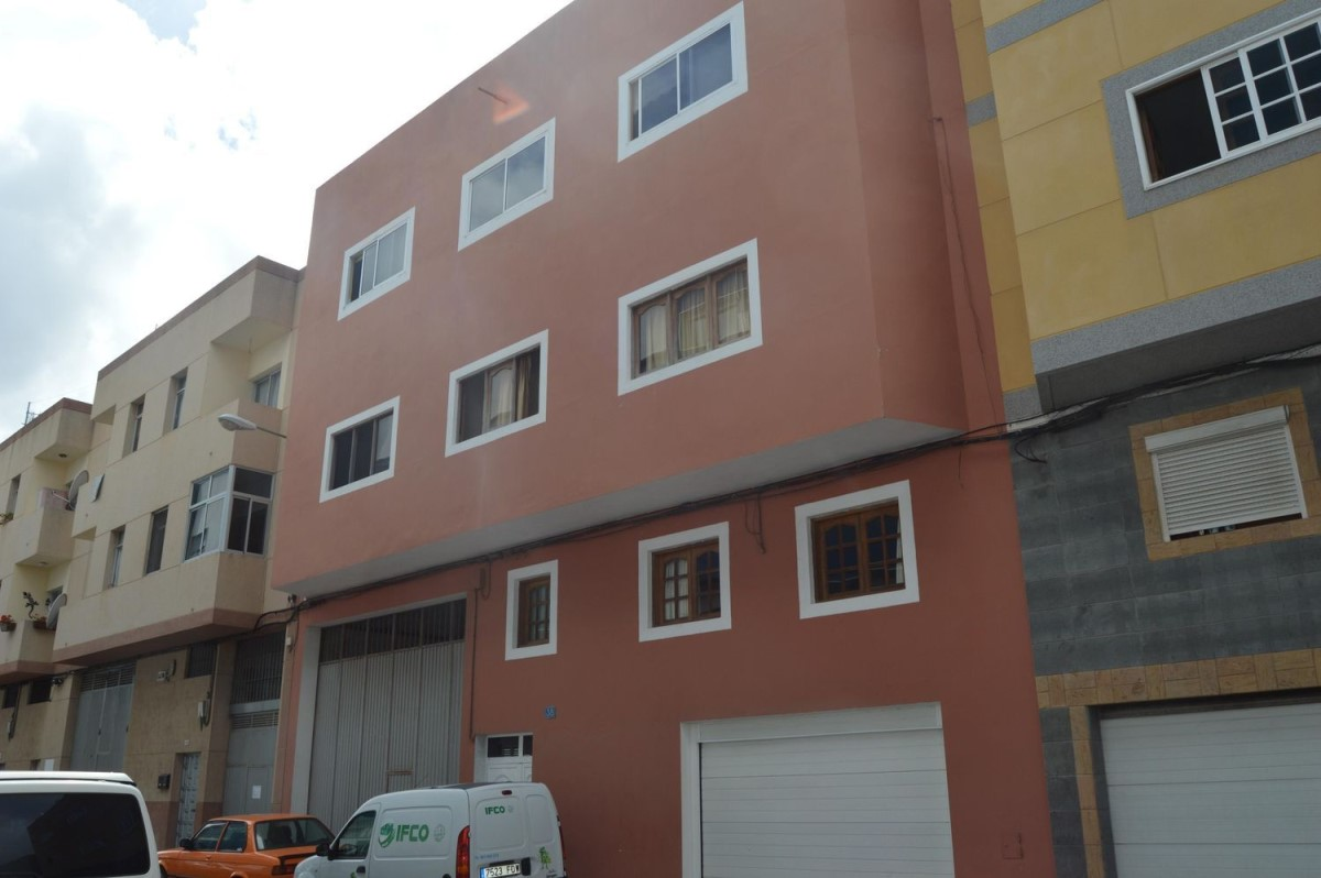 Housing Block  For Sale in Tamaraceite, Palmas de Gran Canaria, Las
