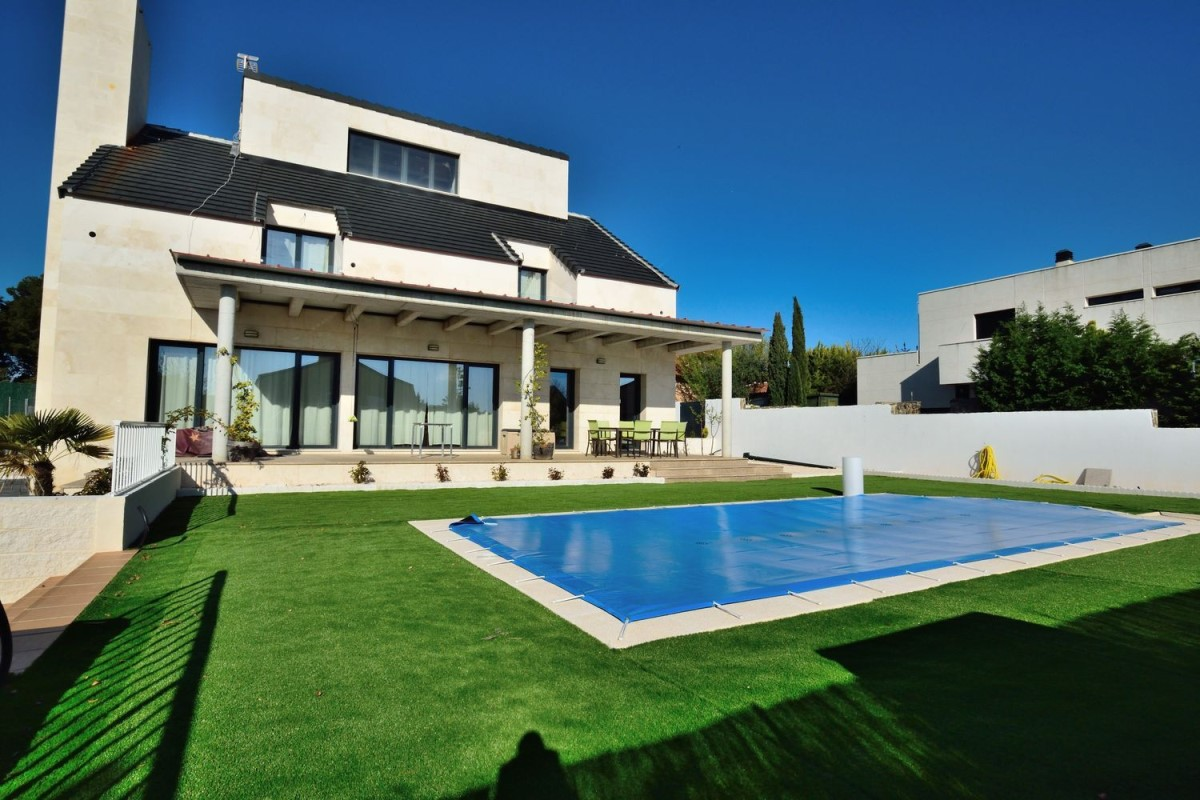 House  For Sale in  Campo Real