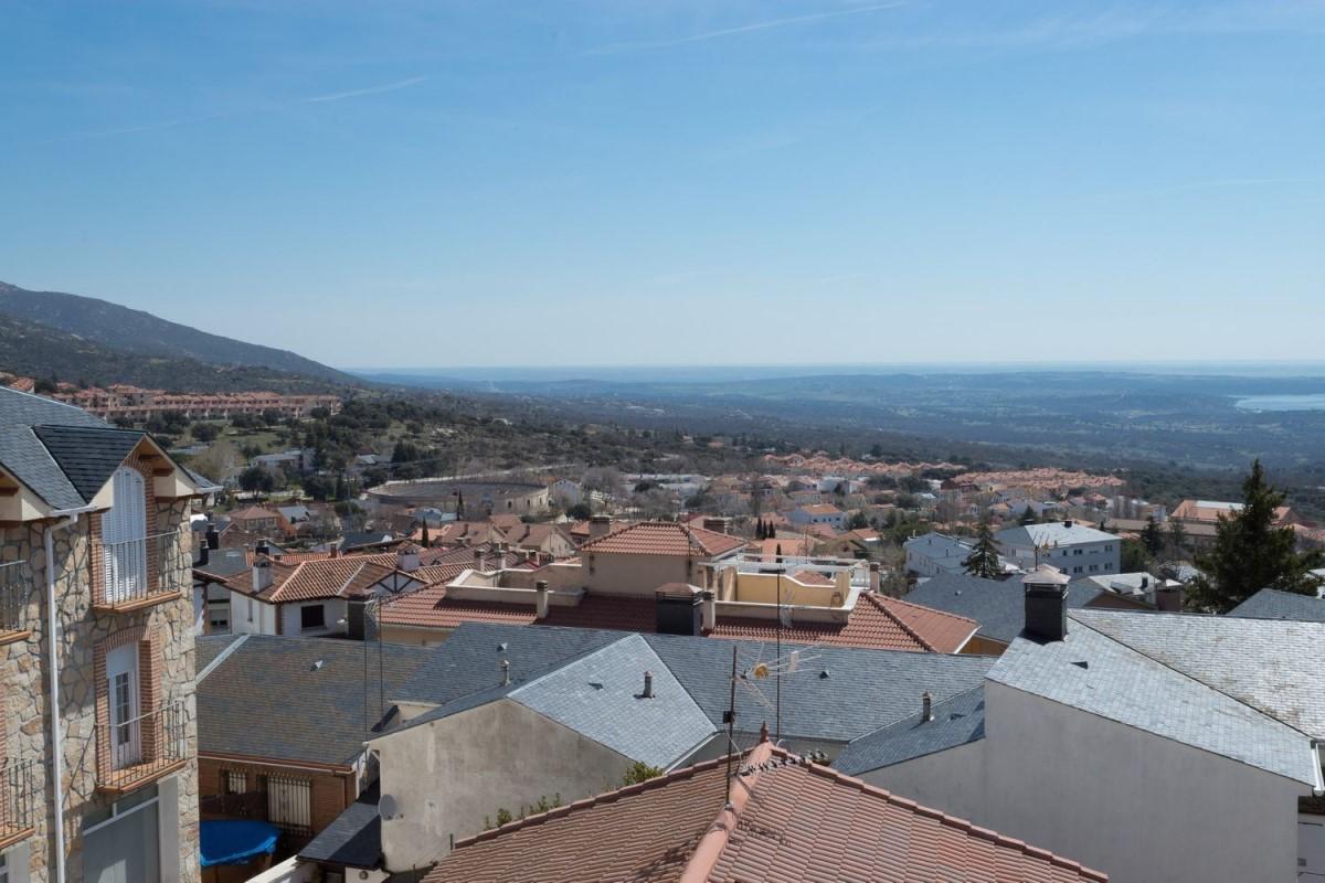 Dúplex en Venta en  Miraflores de la Sierra