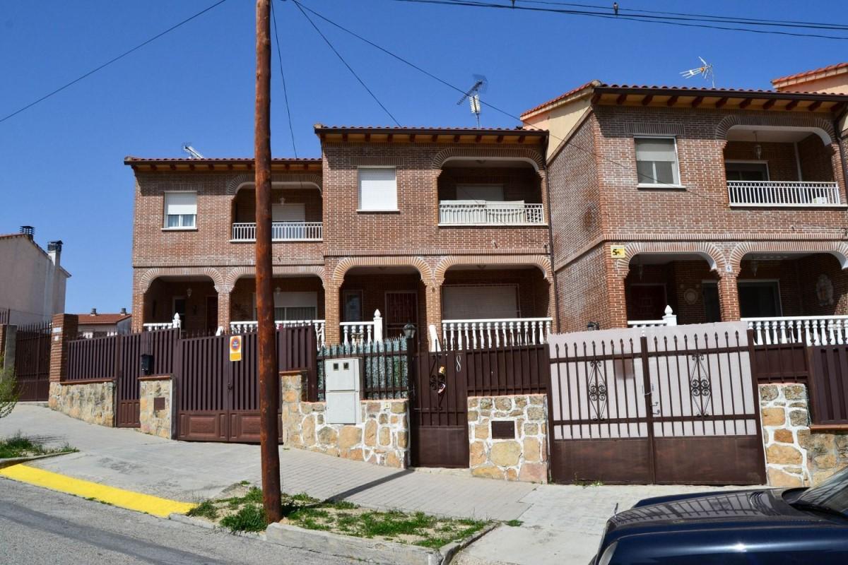 Terraced House  For Sale in  Aldea del Fresno