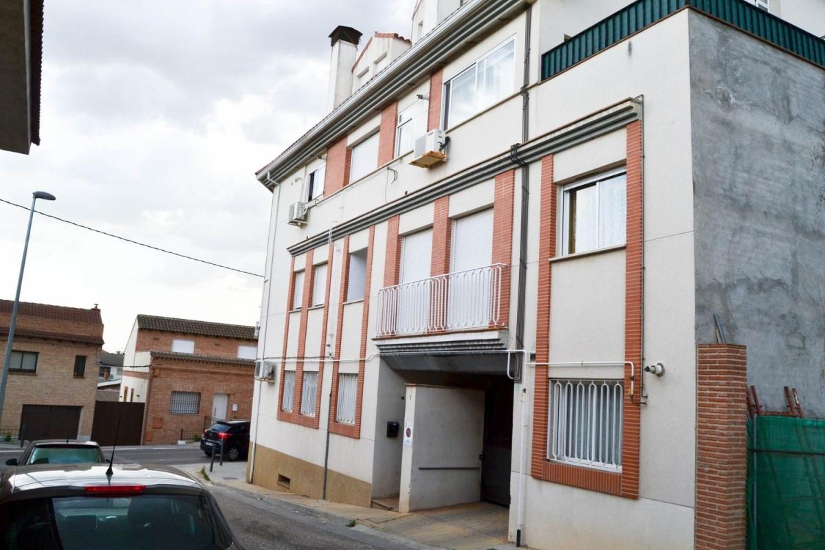 Apartment  For Sale in  Valmojado