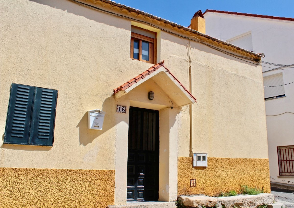 House of Character  For Sale in  Valdemaqueda