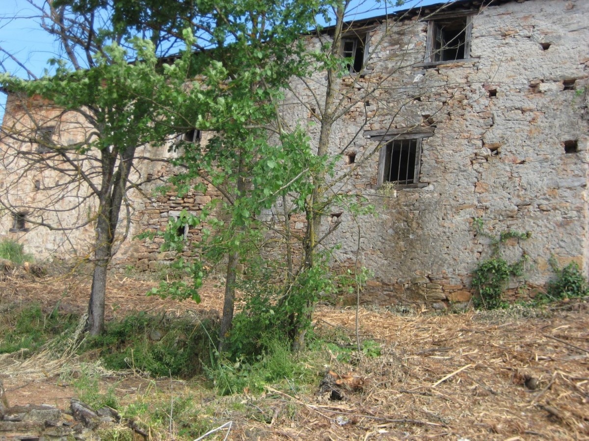 Casa Rural en Venta en  Carucedo