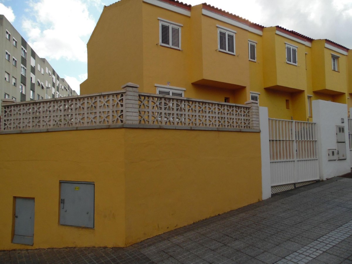 Terraced House  For Sale in Tamaraceite, Palmas de Gran Canaria, Las