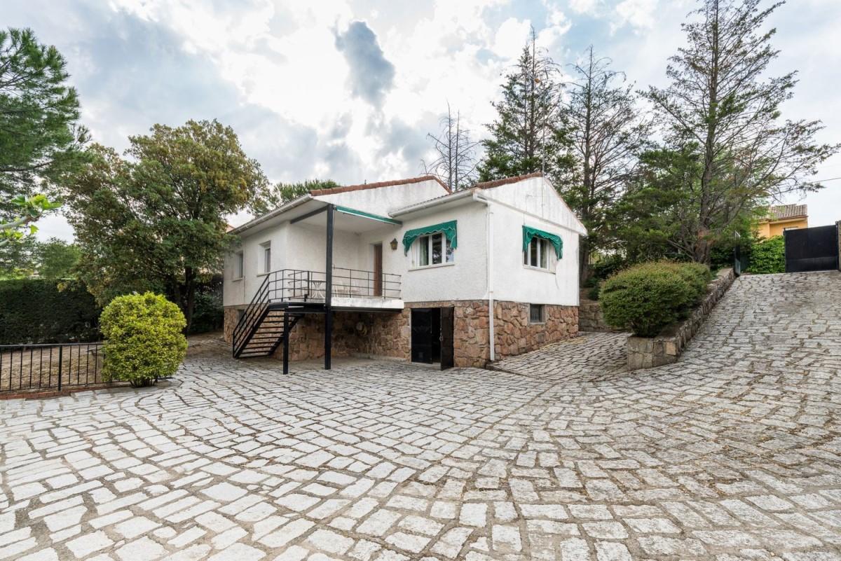 House  For Sale in  Valdemorillo