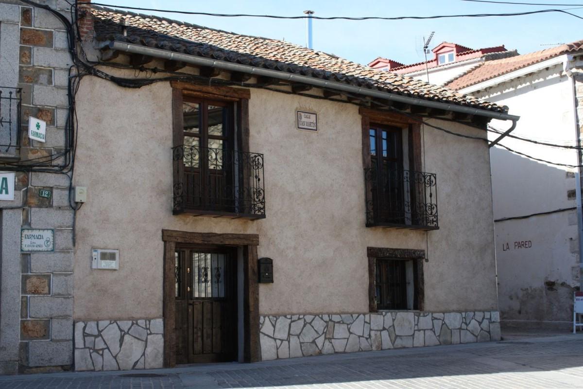Casa Rural en Venta en  Lozoya