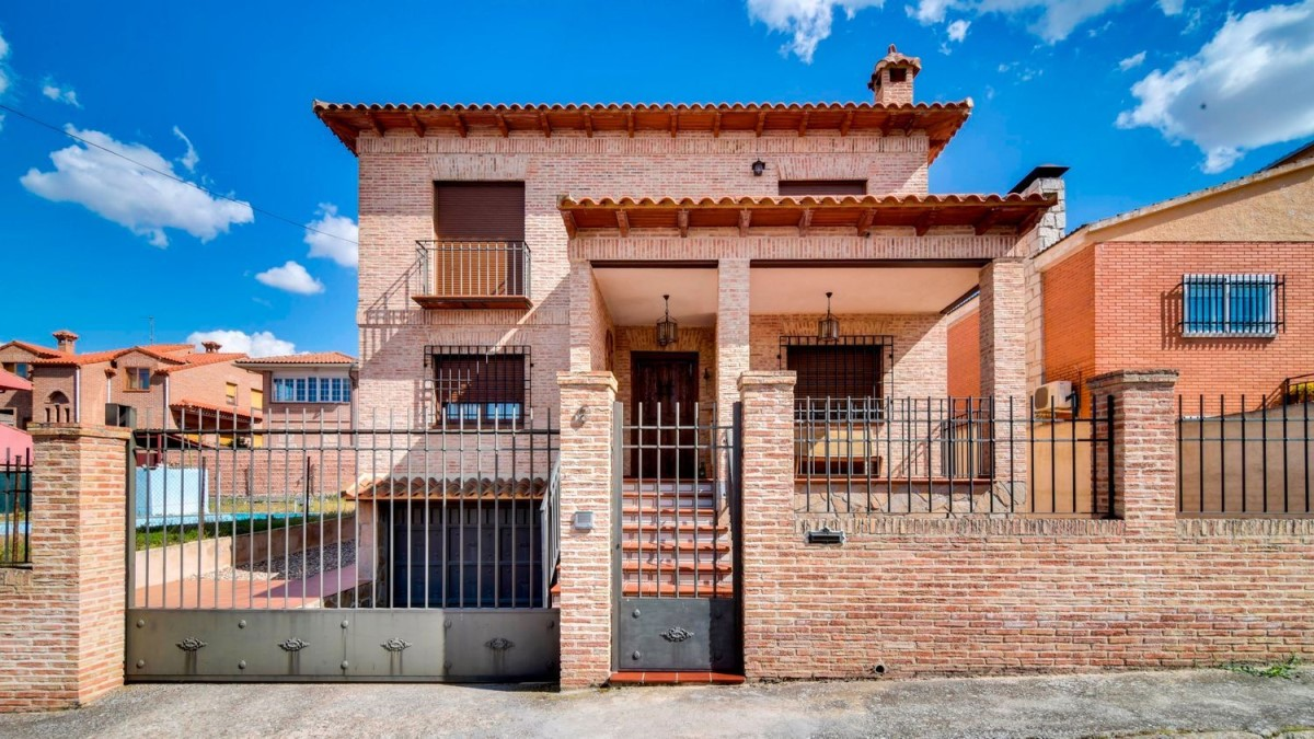 House  For Sale in  Valmojado